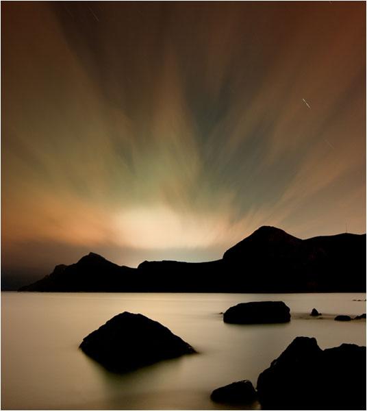 Vista nocturna de la bahía de Portmán.