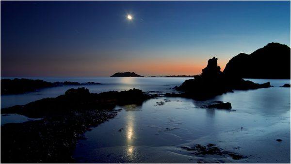Playa de Calnegre a la luz de la luna.