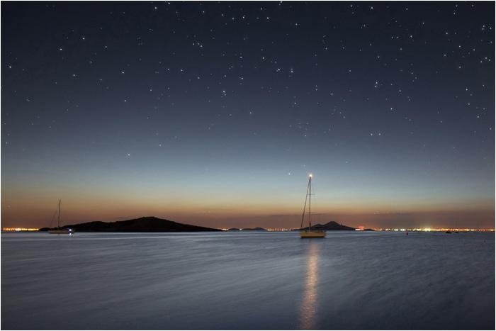 El mar por la noche. Paisajes nocturnos del Mediterráneo.