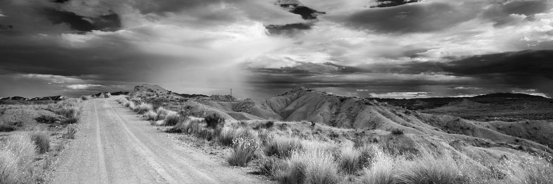 Fotografía de Manuel Portillo: cárcavas en un día de tormenta